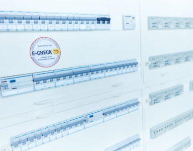 Schaltkasten mit E-CHECK Plakette
